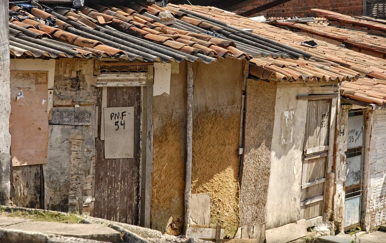 Contre le mal-logement, certaines villes imposent un permis de louer