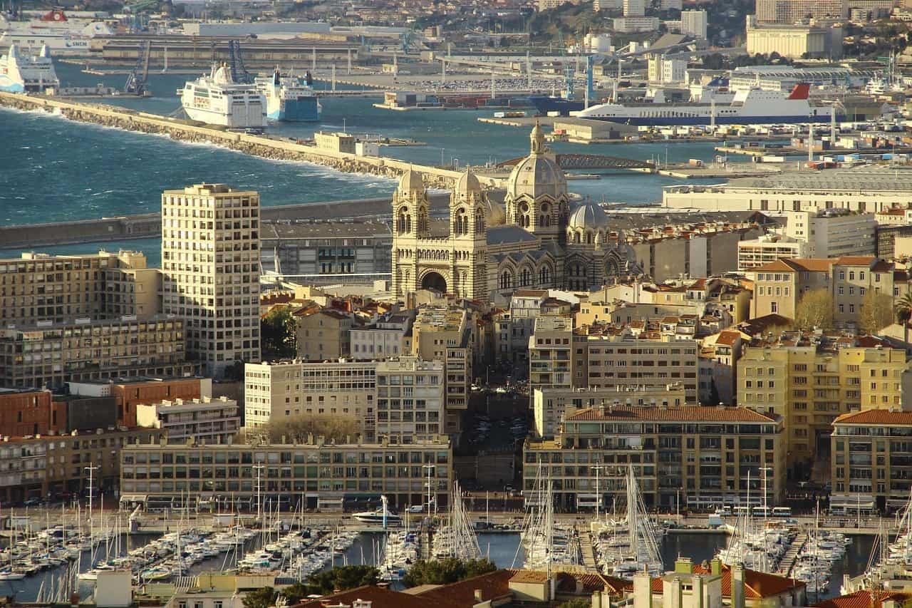 Mal-logement à Marseille : la cité Corot, une copropriété délabrée