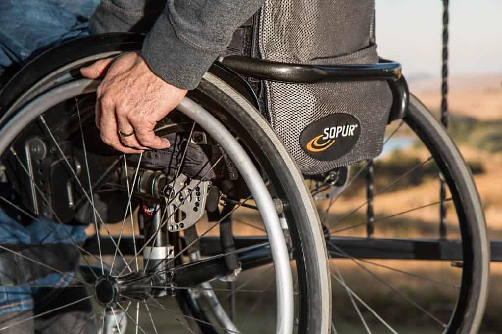 Commerce : la copropriété doit-elle installer un élévateur pour handicapés ?
