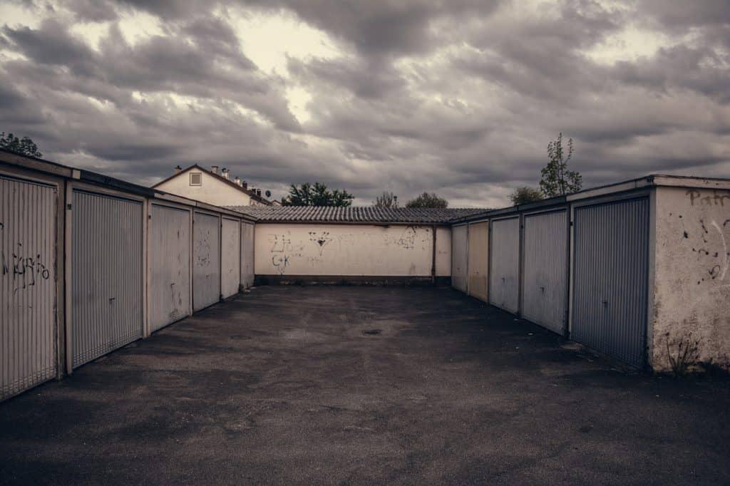 Y a-t-il un délai entre la vente d'un garage et le versement de la somme au vendeur ?