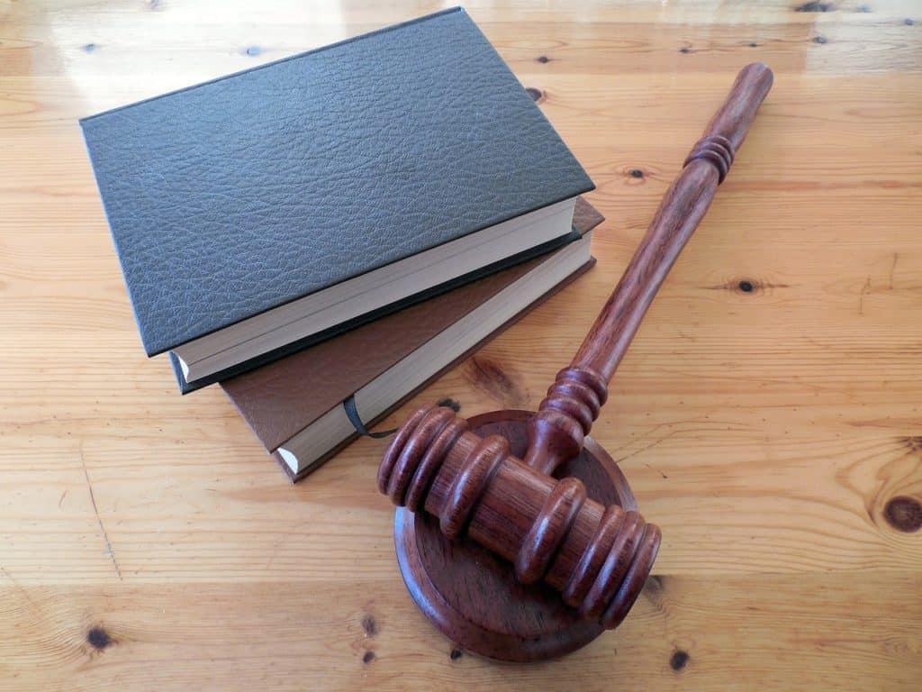 Logement vendu au tribunal : le propriétaire doit déménager aussitôt