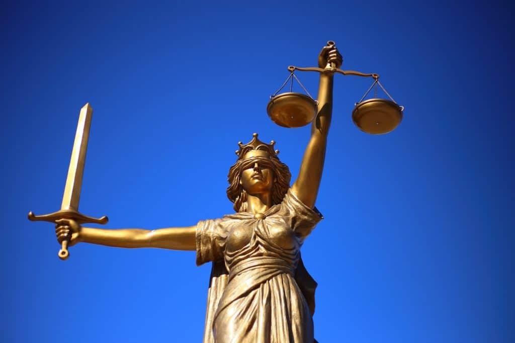 J'ai gagné un procès contre le syndicat de ma copropriété. Il a été condamné à me verser des dommages et intérêts. Dois-je participer à leur règlement ?