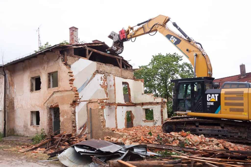 Une atteinte grave à la copropriété justifie la démolition d'une construction illégale